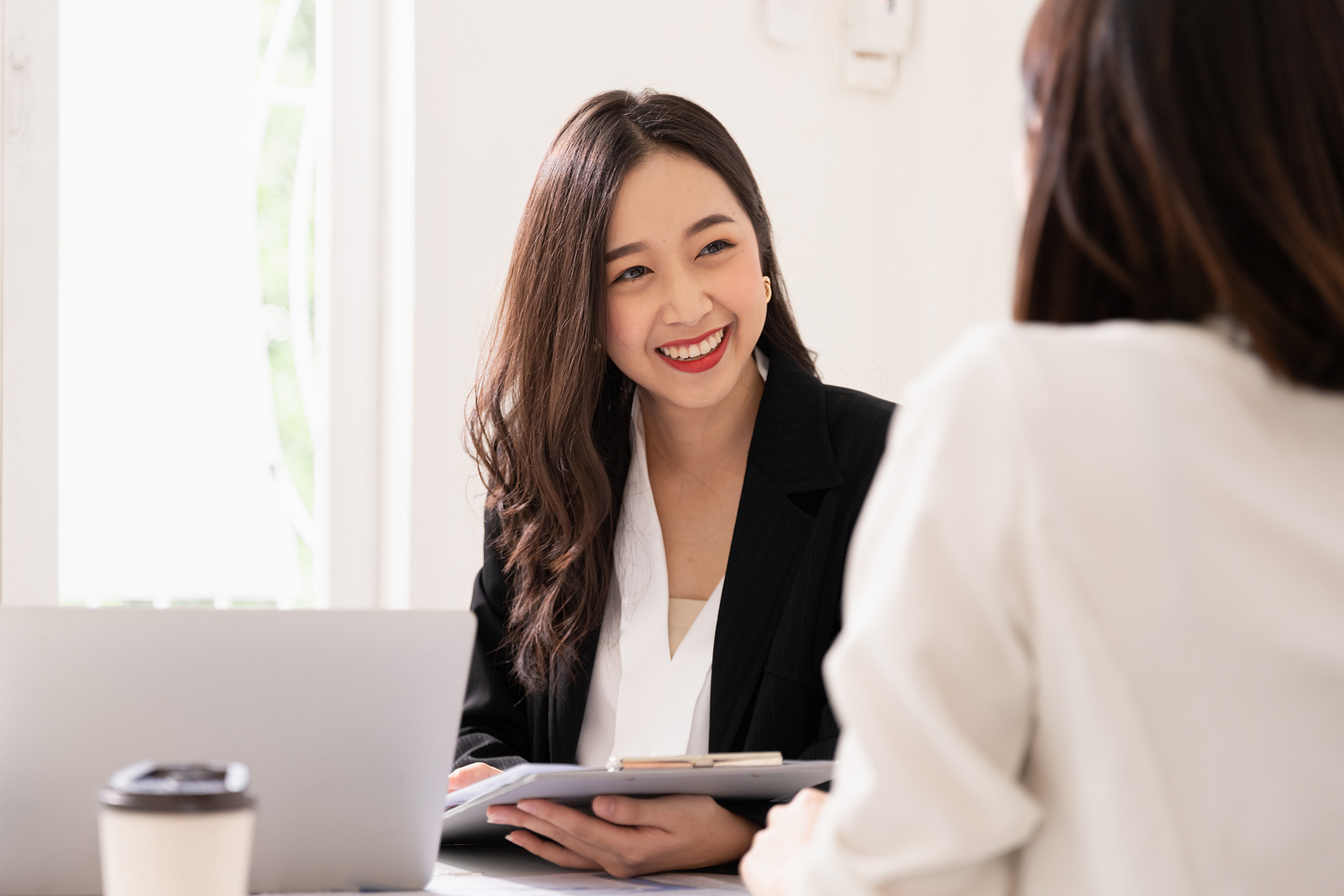 Job Candidate Discusses Her Salary Expectations in a Job Interview